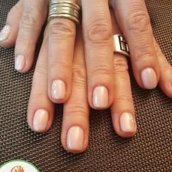 Manichiura si masajul mainilor pentru relaxare si frumusete la Beauty Dea